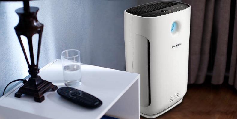 Oczyszczacz powietrza Philips AC2887/10 przy stoliku