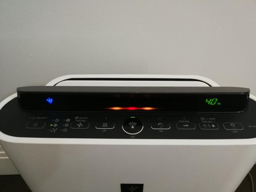 wyświetlacz oczyszczacza powietrza 2w1 Sharp Kc-d40euw
