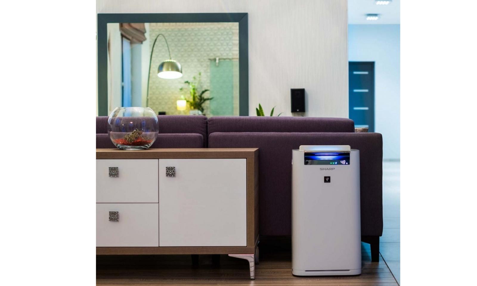 Oczyszczacz powietrza Sharp KC-G40EUB w mieszkaniu