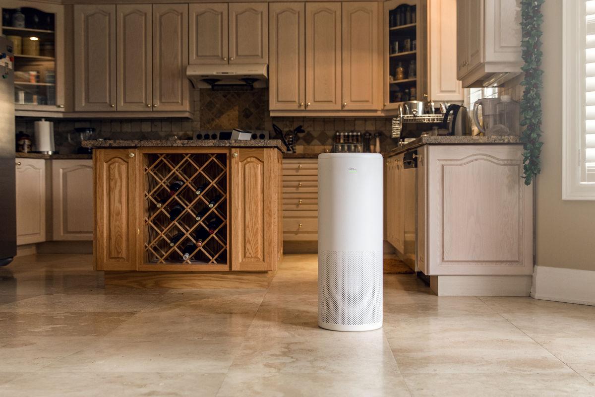 Oczyszczacz powietrza LIFAair LA503 w kuchni