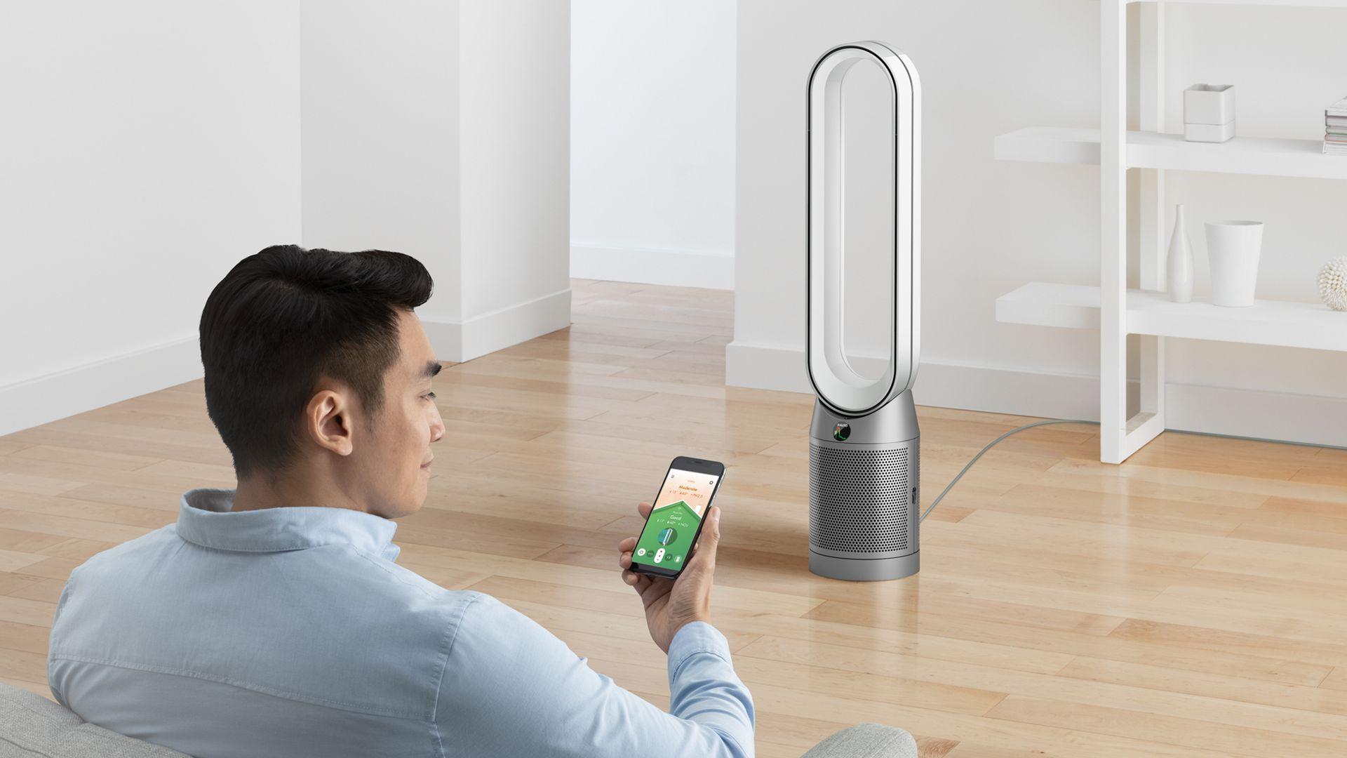 Oczyszczacz powietrza Dyson Pure Cool TP04 w salonie
