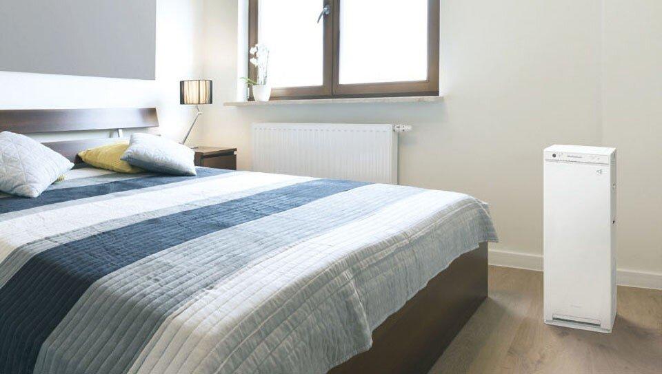 Oczyszczacz powietrza Daikin MCK55W w sypialni