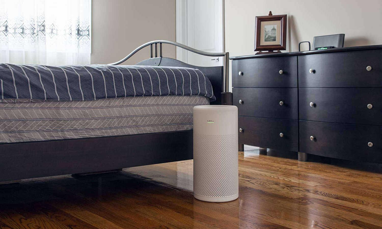 Oczyszczacz powietrza LIFAair LA350 w sypialni